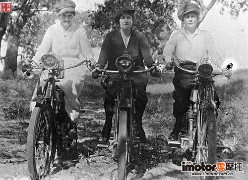 1920s_photo_girls_on_motorcycles_500x500.jpg
